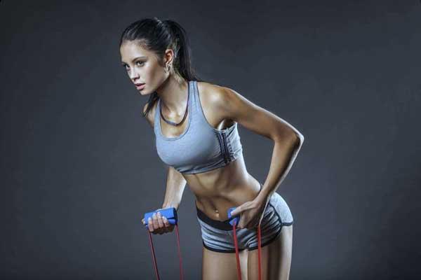Come allenare i bicipiti e i tricipiti