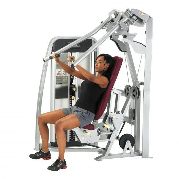 Macchinari contro pesi liberi. Qual è l'allenamento migliore?