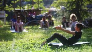 ginnastica al parco urbano